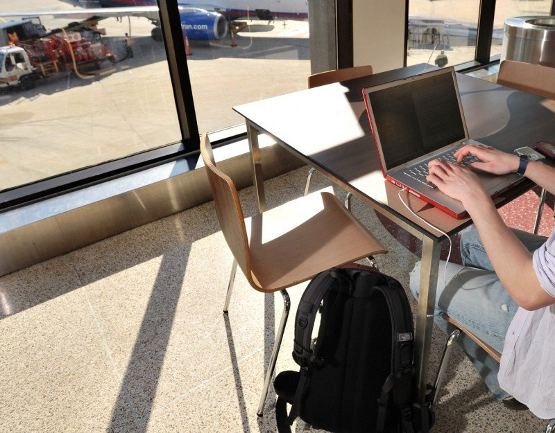 Aeropuertos de 28 ciudades españolas ofrecen 15 minutos gratis de conexión Wi-Fi