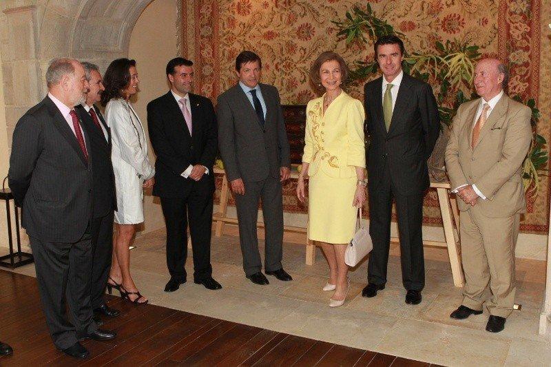 La Reina inauguró el nuevo Parador acompañada del ministro José Manuel Soria; el presidente del Principado de Asturias, Javier Fernández, y la presidenta de la cadena, Ángeles Alarcó.