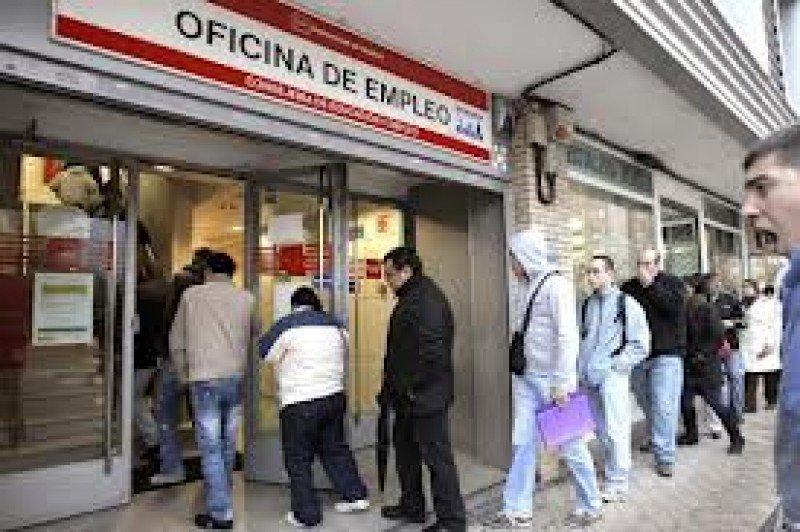 El desempleo es el principal problema de la economía española.