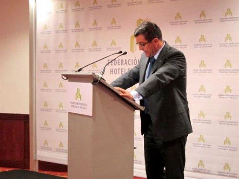 Aurelio Vázquez, presidente de la FEHM, expresa a Soria la 'indignación y descontento' de los hoteleros por el sistema de financiación de Baleares