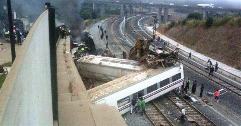 El tren quedó partido en dos, luego que uno de sus vagones saltara por los aires al pasar por la curva de A Grandeira.