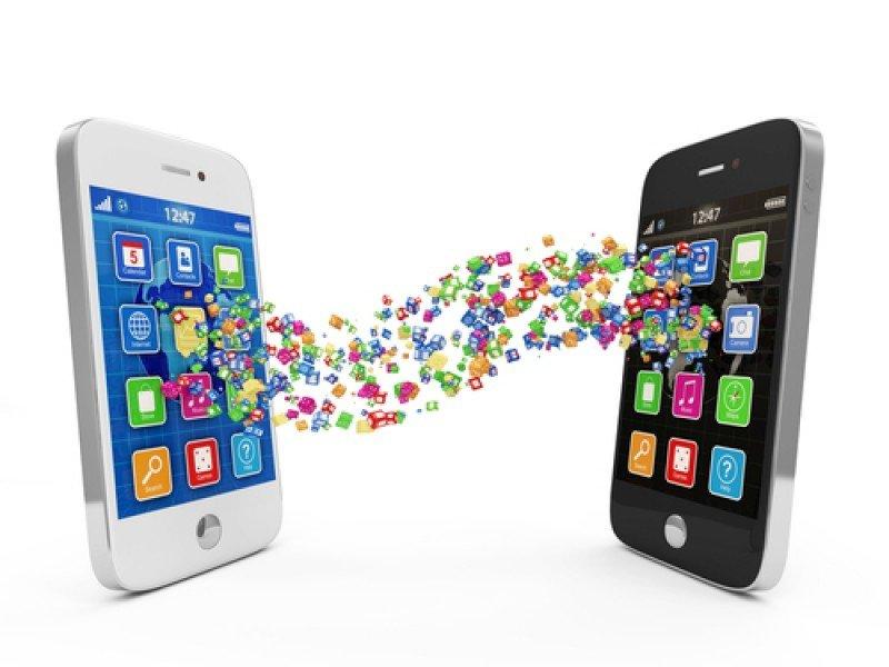 Los smartphones permiten compartir múltiples contenidos y experiencias entre los usuarios. #shu#