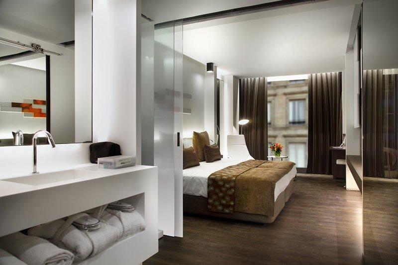 El hotel tiene 140 habitaciones.