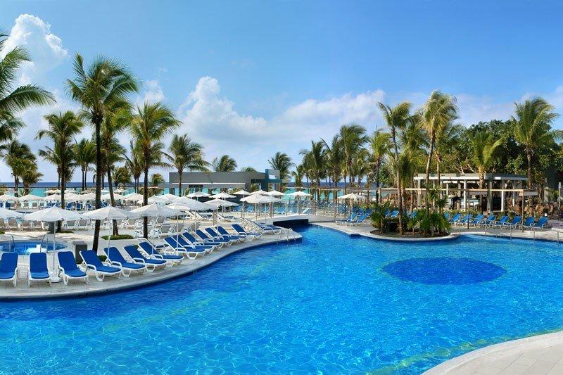 El hotel ha estrenado una nueva piscina.