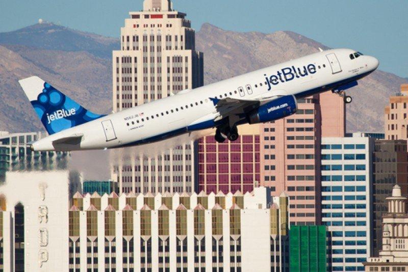 Un avión de JetBlue despega del aeropuerto de Las Vegas, EEUU. #shu#