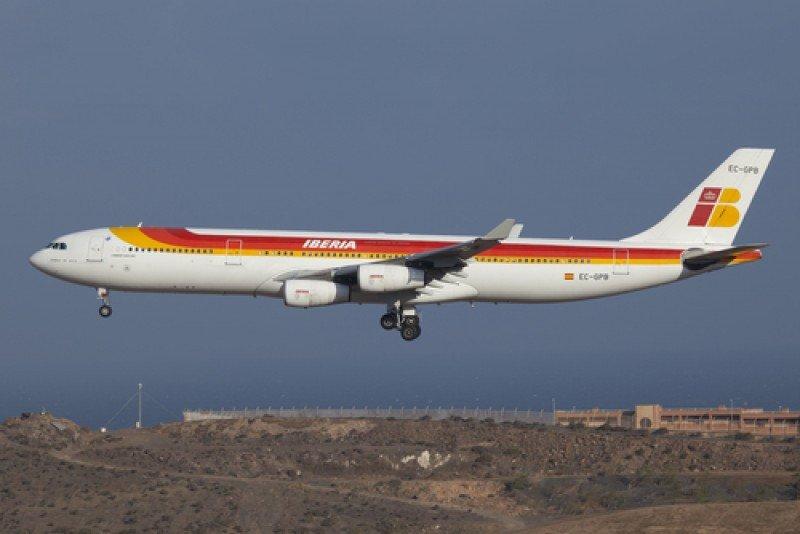 Un Airbus 340-300 de Iberia. #shu#
