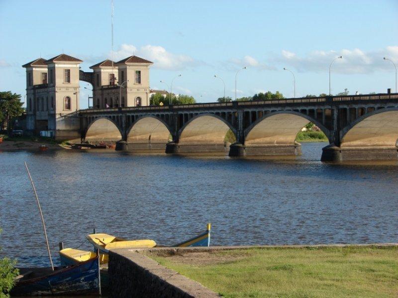 Puente internacional entre Jaguarão (Brasil) y Rio Branco (Uruguay)