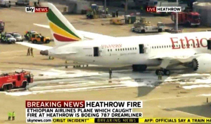 Incendio en un avión de Ethiopian Airlines obliga al cierre de las pistas de Heathrow