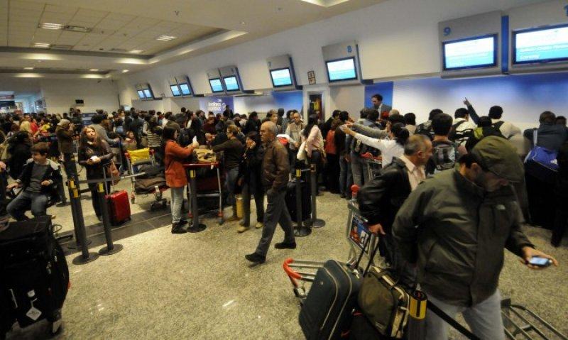Miles de pasajeros se vieron perjudicados por la falla en el sistema
