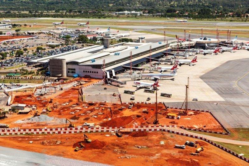 Eurnekian asegura que la ampliación del aeropuerto de Brasilia estará pronta a tiempo para la Copa del Mundo 2014