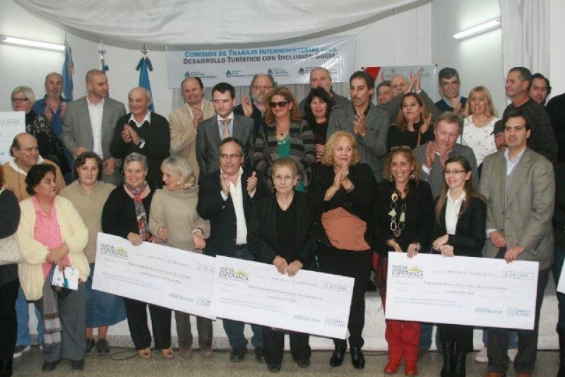 Emprendedores recibieron créditos para desarrollo turístico y social