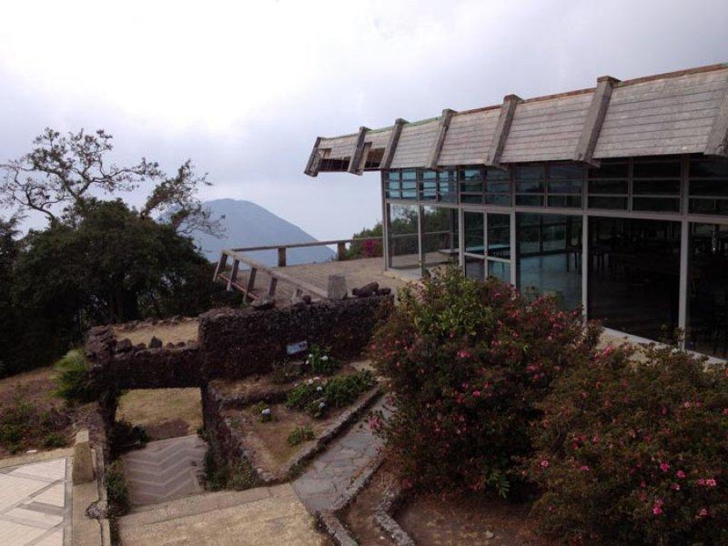 El panorámico Hotel Cerro Verde está abandonado desde 1997