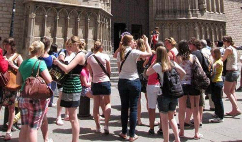 Unos 435 millones de turistas internacionales viajarán en temporada alta