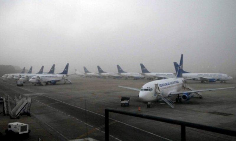 La visibilidad en Aeroparque está reducida a 800 metros y en Ezeiza a 100.