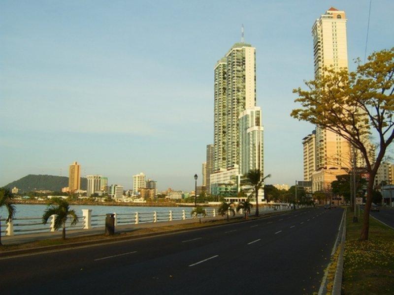 Hoteles en la avenida Balboa, en Ciudad de Panamá. #shu#