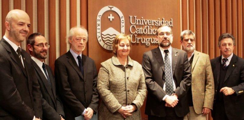 Autoridades de la Universidad Católica, el Ministerio de Turismo, Buquebus y el Instituto Kolping
