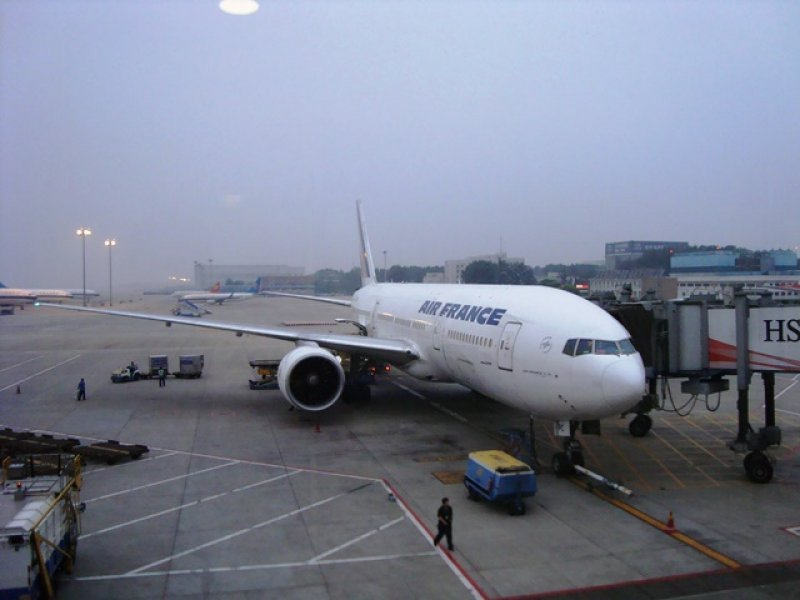 Un 777 de Air France fue evacuado el domingo en París cuando la cabina se llenó de humo antes de despegar