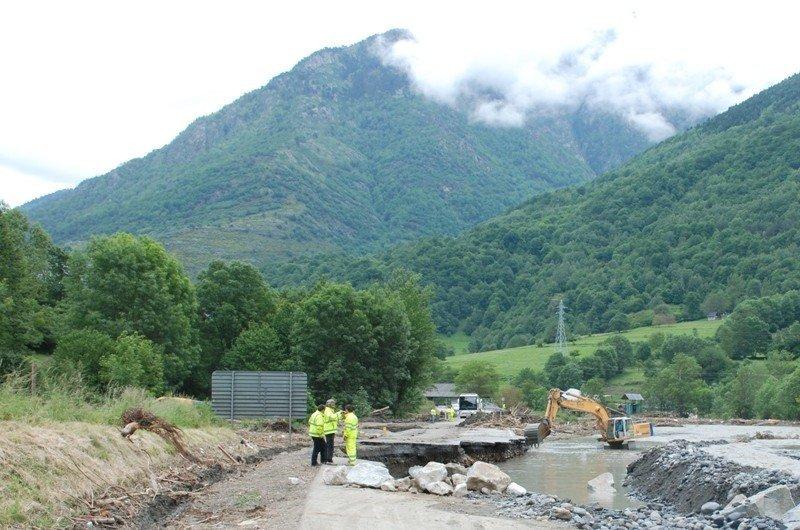Trabajos de reparación de una carretera en la Val d'Aran el pasado 21 de junio.