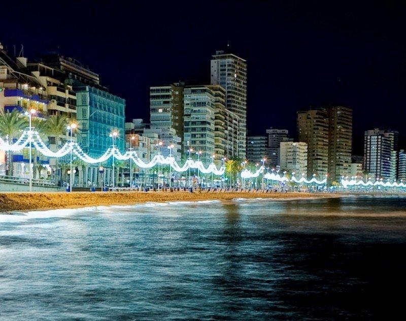 Hoteles y apartamentos en la playa de Levante, Benidorm.