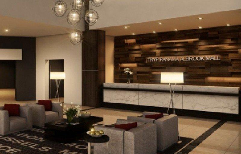 El hotel tiene 331 habitaciones y 13 salas de reuniones.