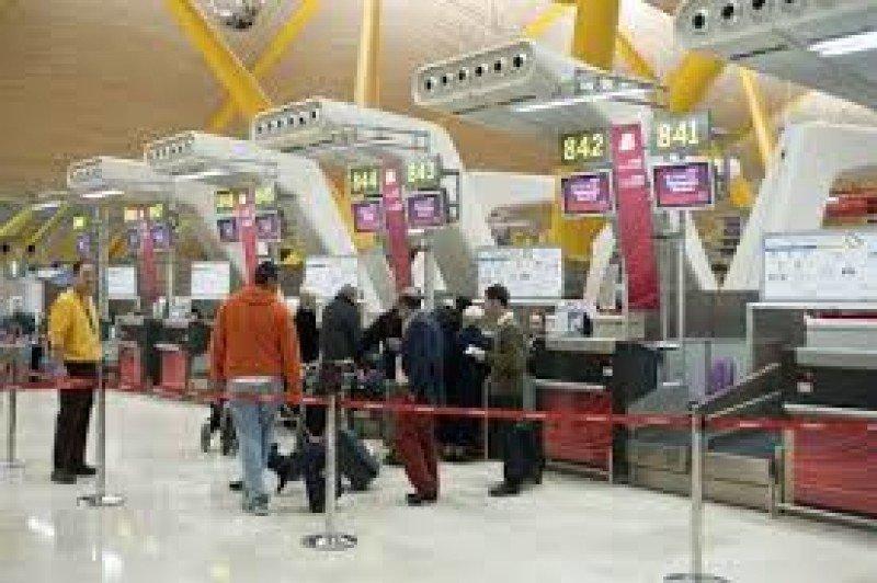 El aeropuerto de Madrid-Barajas recibió 22,7 millones de pasajeros, un 14,7% menos.
