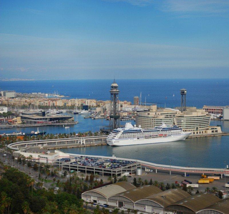 El puerto de Barcelona prevé alcanzar 2,6 millones de cruceristas en 2013. #shu#