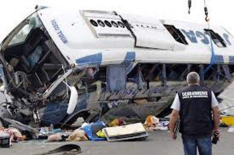 El autocar siniestrado transportaba 44 pasajeros de diferentes nacionalidades.