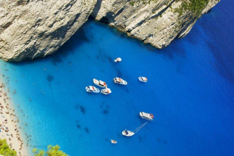 Grecia cuenta con miles de playas y el año pasado recibió 15,5 millones de turistas extranjeros. #shu#