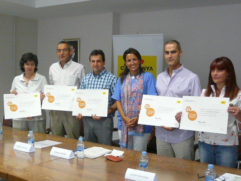 Entrega de los nuevos sellos de Turismo Familiar a los municipios de Valls d'Àneu.