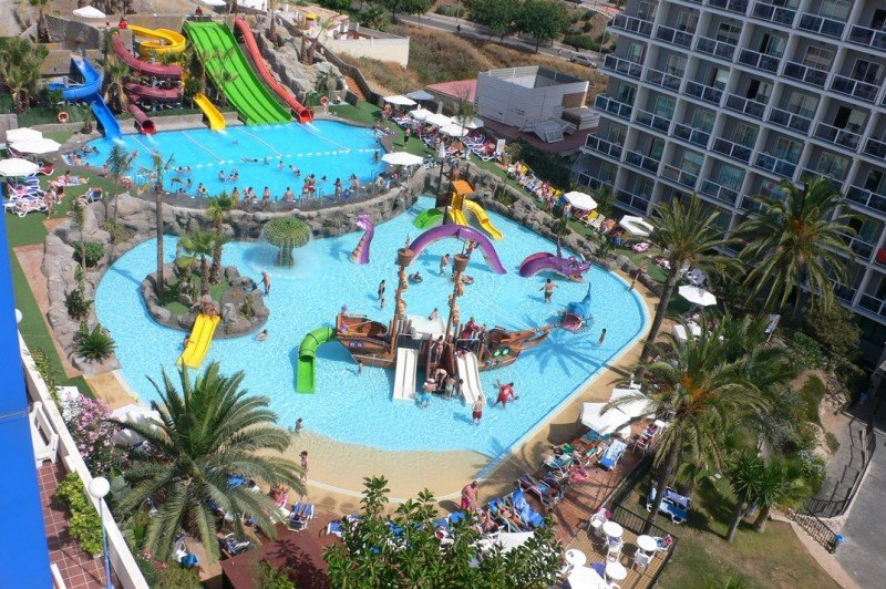 El Hotel Los Patos Park de Benalmádena inaugura un parque acuático