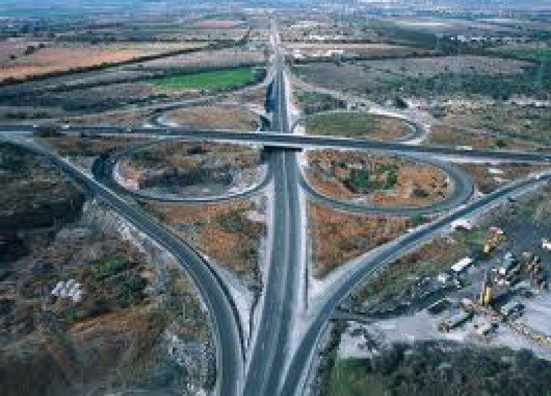 La red de carreteras está compuesta por 25.000 kilómetros.