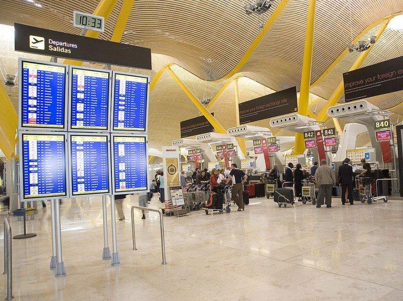 Menos retrasos en los aeropuertos españoles en 2012