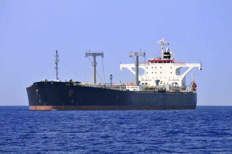 Centenares de barcos petroleros como este atraviesan cada año el canal de Suez en Egipto. #shu#