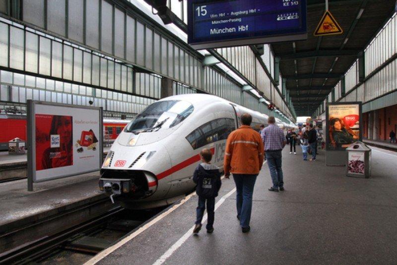 Un tren alemán ICE de alta velocidad. #shu#