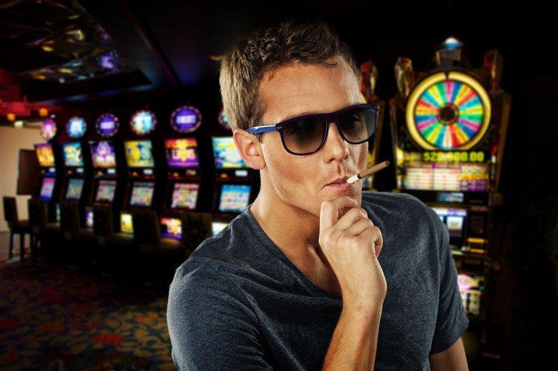 El Gobierno aún no ha tomado una decisión sobre la posibilidad de permitir fumar en los casinos.#shu#