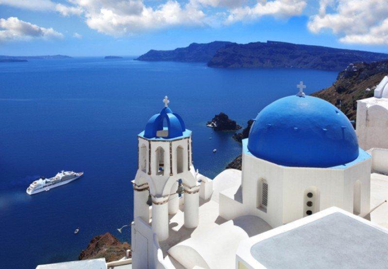 Santorini es uno de los destinos más populares de Grecia. #shu#