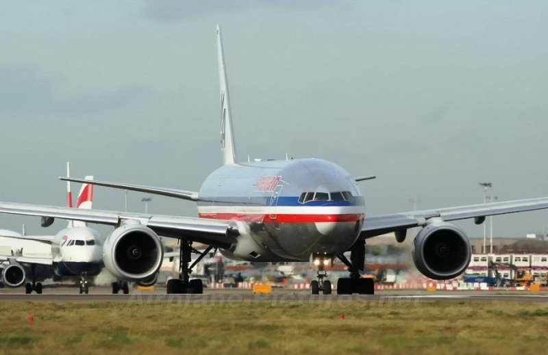 American Airlines busca a 1.000 auxiliares de vuelo