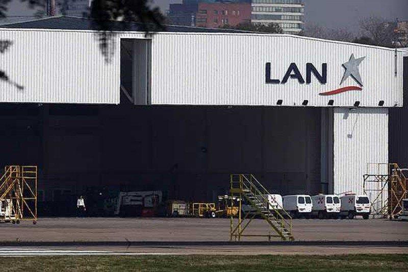 Paralizan el desalojo de LAN Argentina del hangar en el Aeroparque Jorge Newbery.