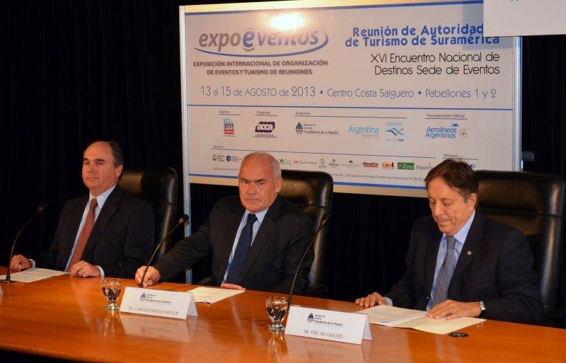 Izq a der: Diego Gutierrez (presidente AOCA); Enrique Meyer (Ministro de Turismo); Oscar Ghezzi (presidente CAT).