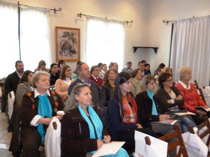 Jornada de Aeromundo con agentes en la ciudad de Durazno