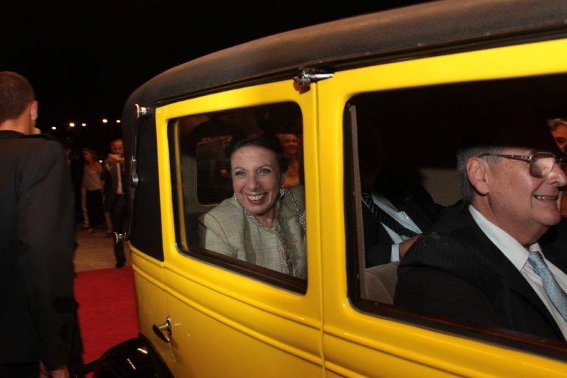 La intendenta de Montevideo llegando a la inauguración del hotel el 7 de marzo