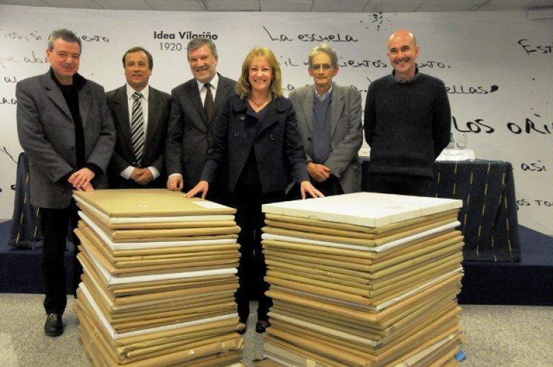 Carolina Cosse, el ministro de Industria Roberto Kreimerman y miembros del jurado junto a los 73 proyectos para el Antel Arena
