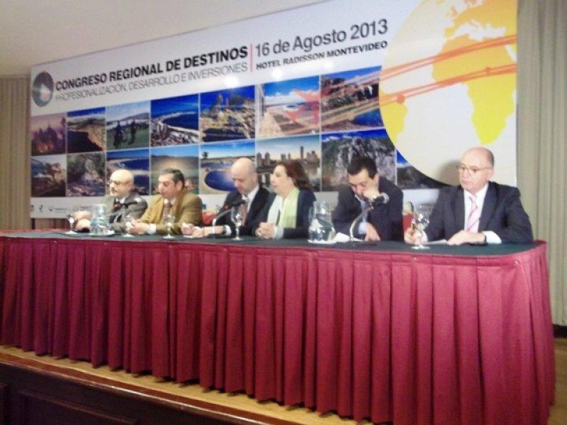 Autoridades en la inauguración del Congreso Regional de Destinos
