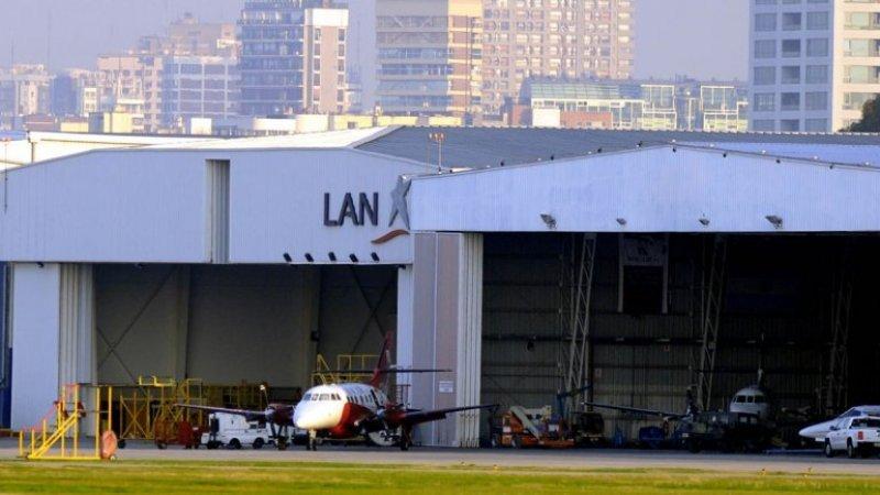 Hangar de LAN en el Aeroparque Jorge Newbery de la ciudad de Buenos Aires.