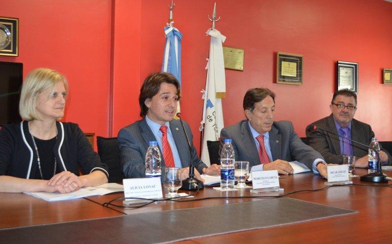 Alicia Lonac (Directora Nacional de Desarrollo Turístico del MINTUR); Marcelo Garcia (Presidente SEA); Oscar Ghezzi (Presidente CAT); Carlos Robles (Presidente BELTA) durante la presentación del IV Congresos Idiomático.