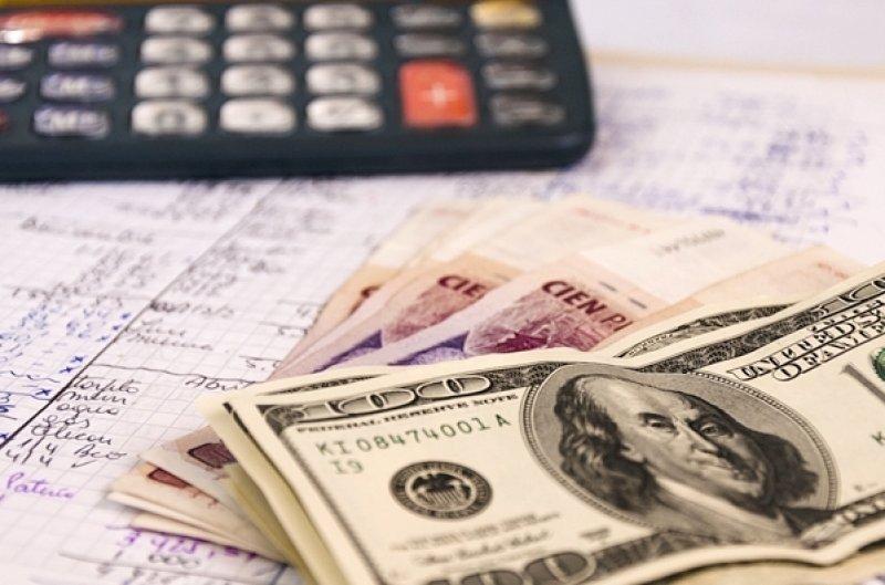 Aumenta un 64% la compra de dólares para viajes fuera de Argentina