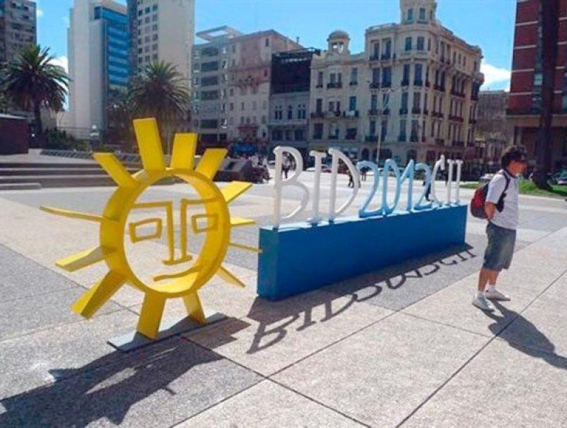 La asamblea de gobernadores en Montevideo en 2012 es mencionada como un hito en la capacidad de la capital uruguaya para acoger grandes reuniones