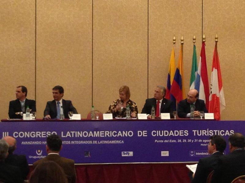 MIguel Torruco junto a autoridades de Uruguay en la inauguración del III Congreso Latinoamericano de Ciudades Turísticas