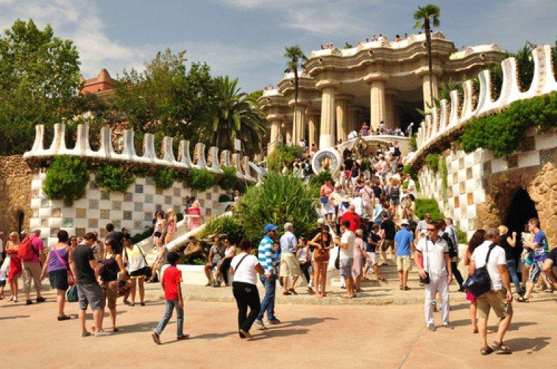 Turistas en el parque Güell, Barcelona. #shu#
