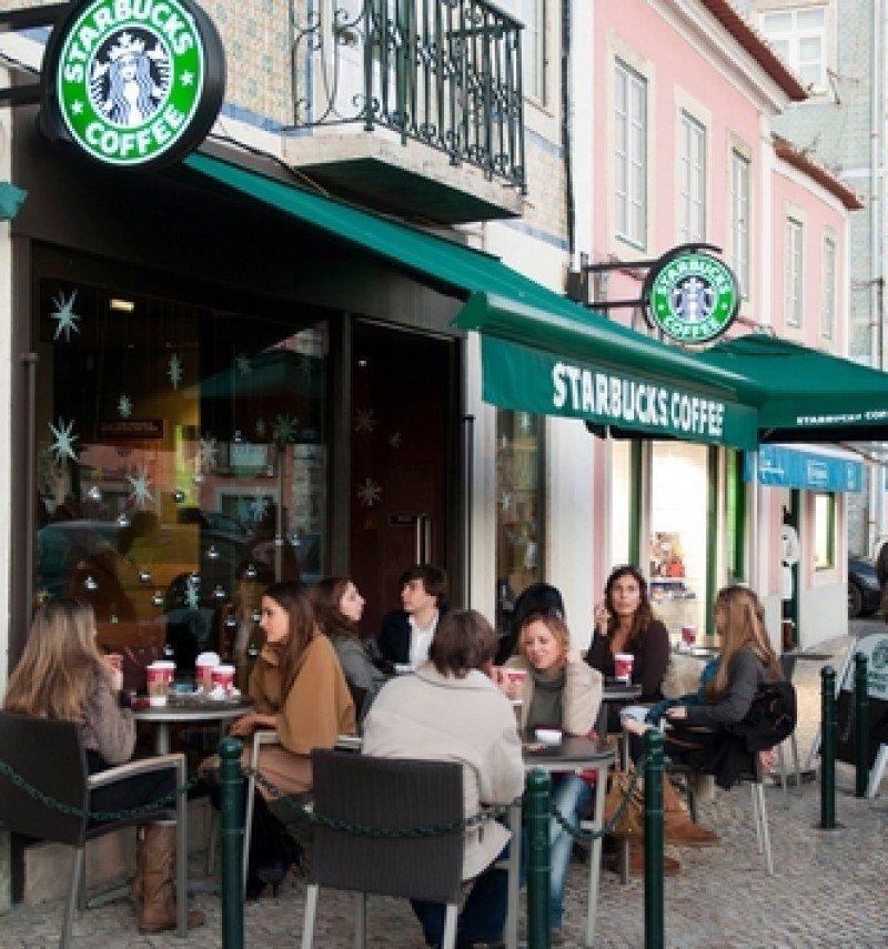 Una cafetería Starbucks. #shu#